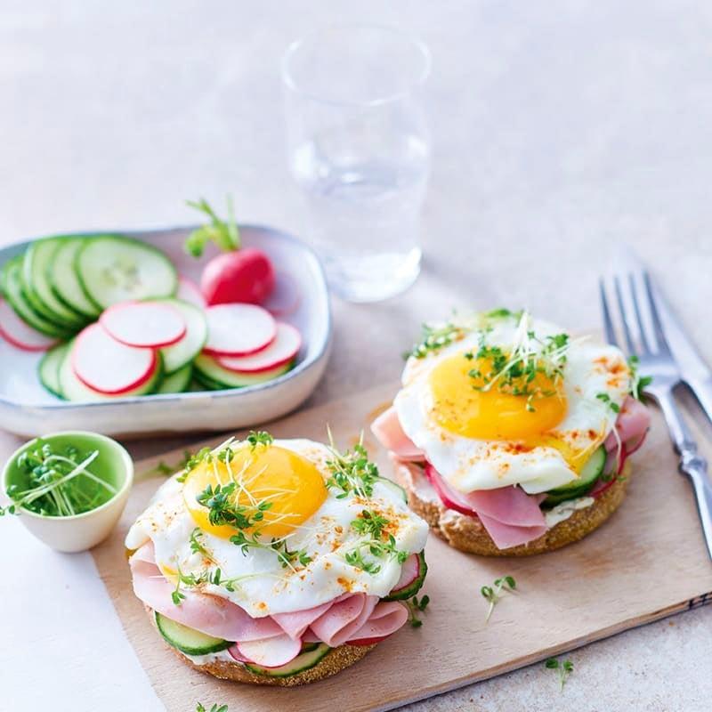 Photo de Petit pain et œuf sur le plat prise par WW