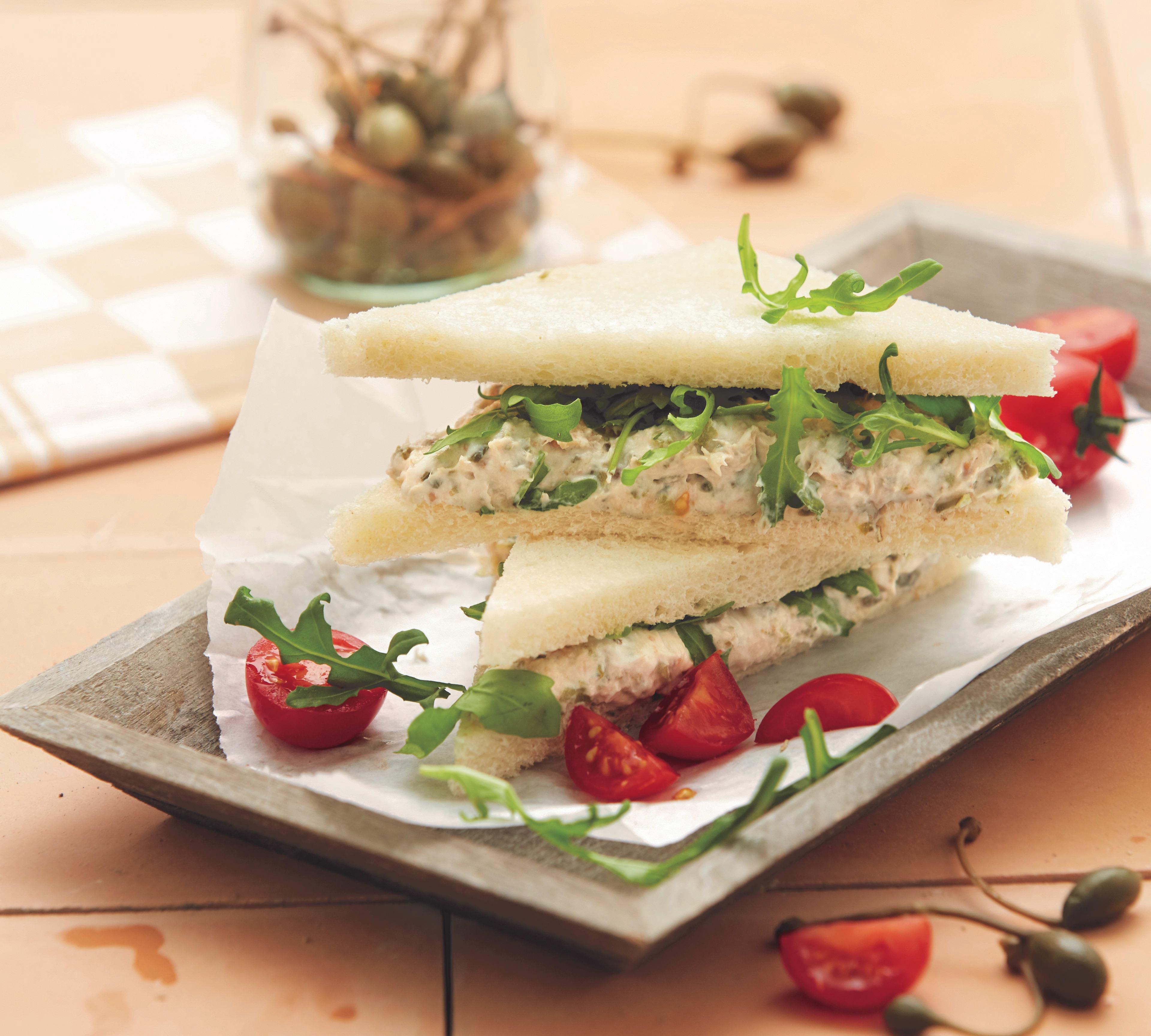 Foto van Tramezzini met tonijn en rucola door WW