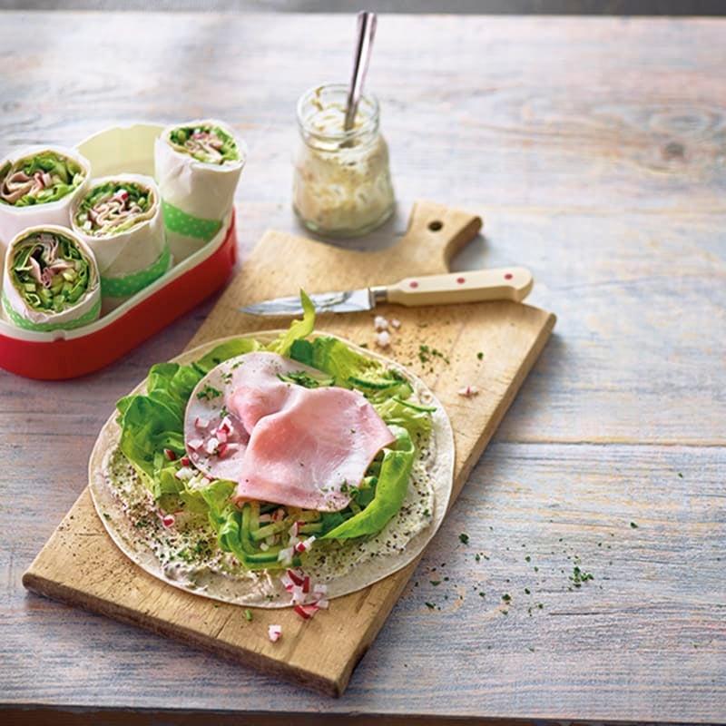 Foto van Lunchwrap met rauwkost en ham door WW