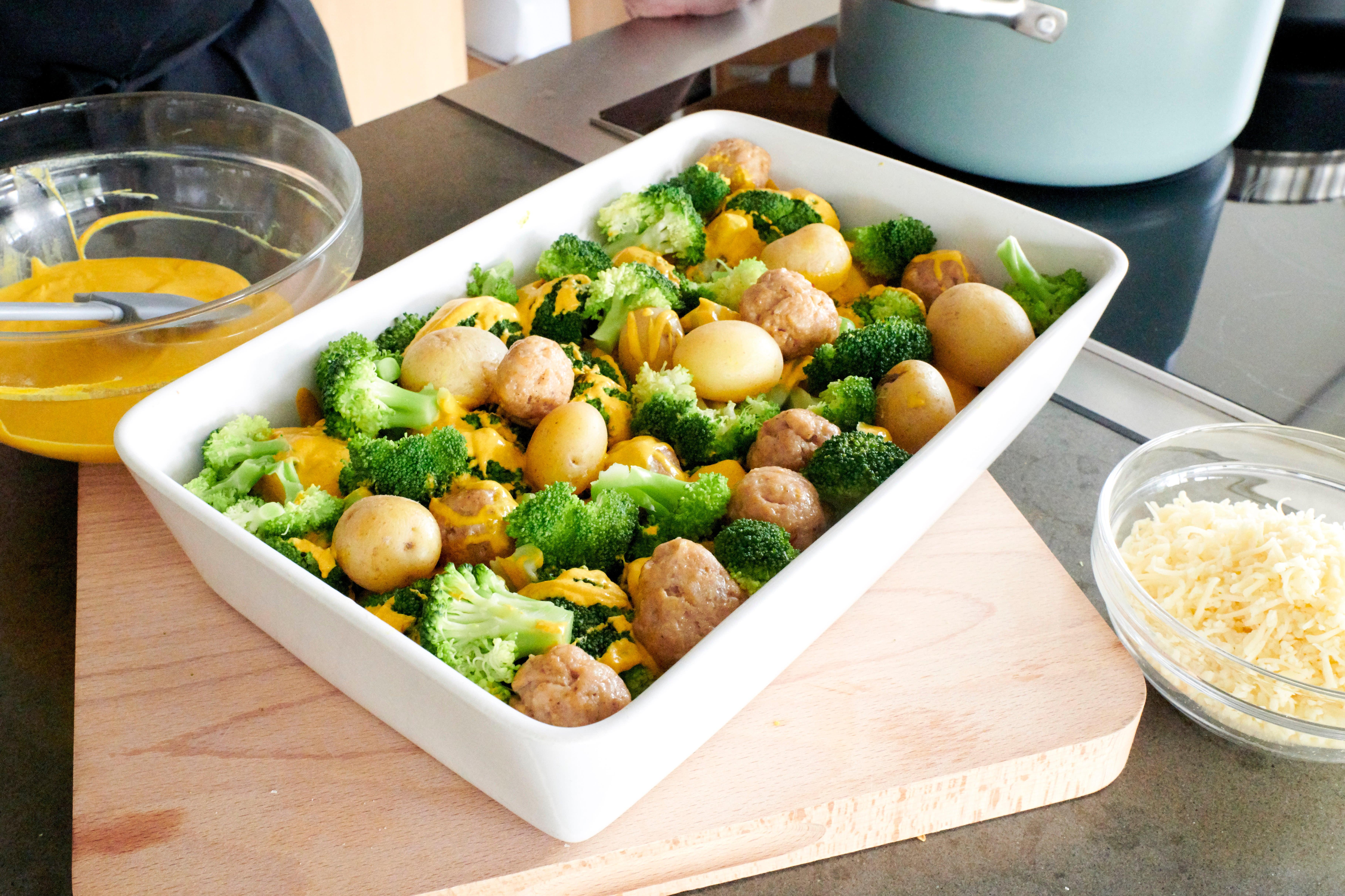 Foto van Sven's Gratin van kippenballetjes met broccoli en krieltjes door WW
