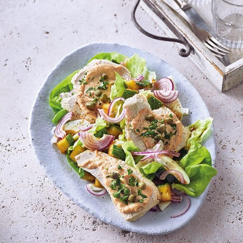 Foto van Kalkoenfilet met tonijncrème op een salade door WW