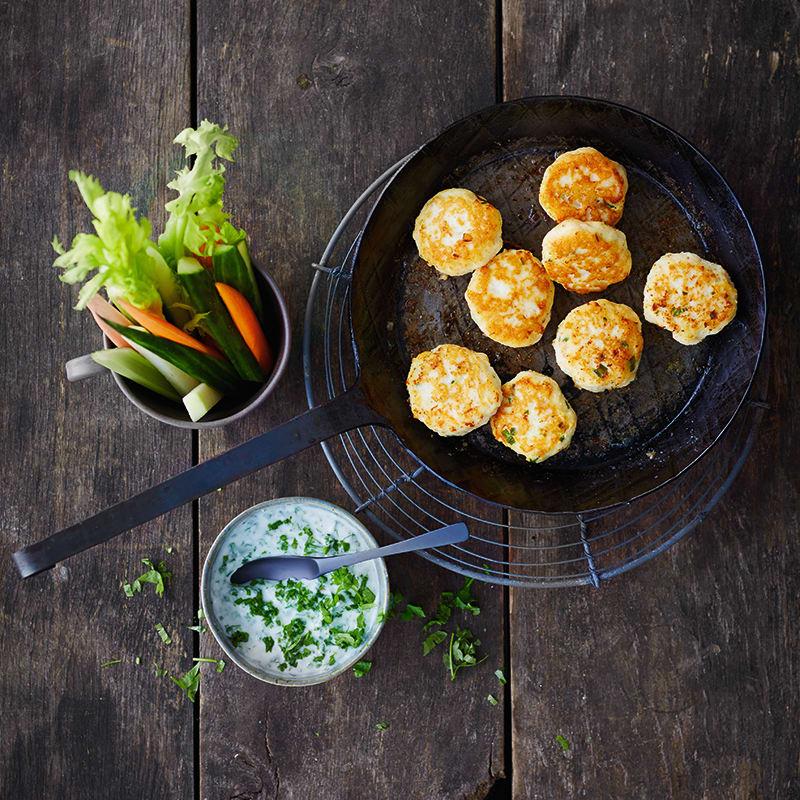 Photo de Burger de poisson et sauce aux herbes prise par WW