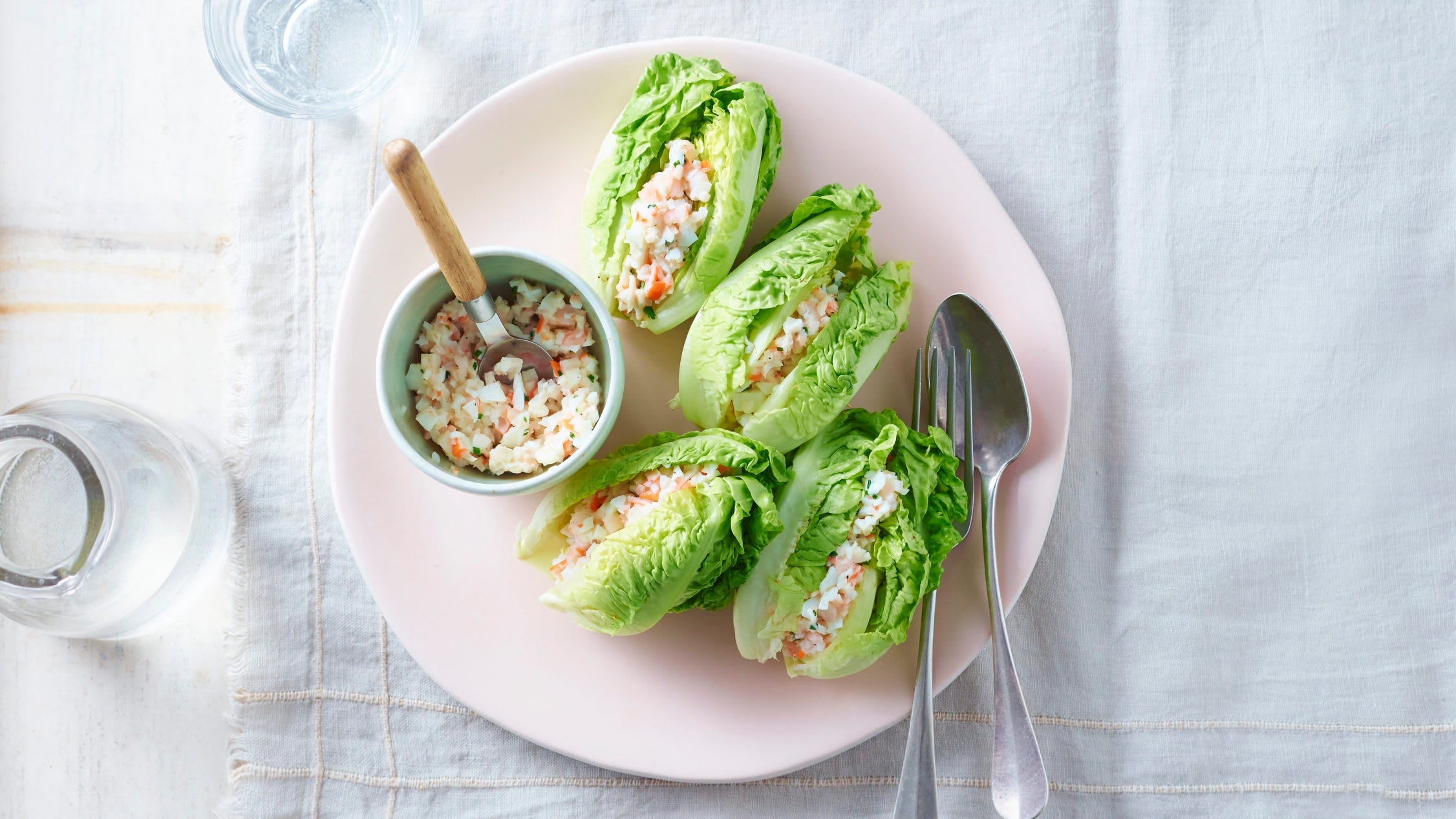 Foto van Sven's slahartjes gevuld met roze garnalen, surimi, eiwit en een lichte mayonaise met magere yoghurt door WW