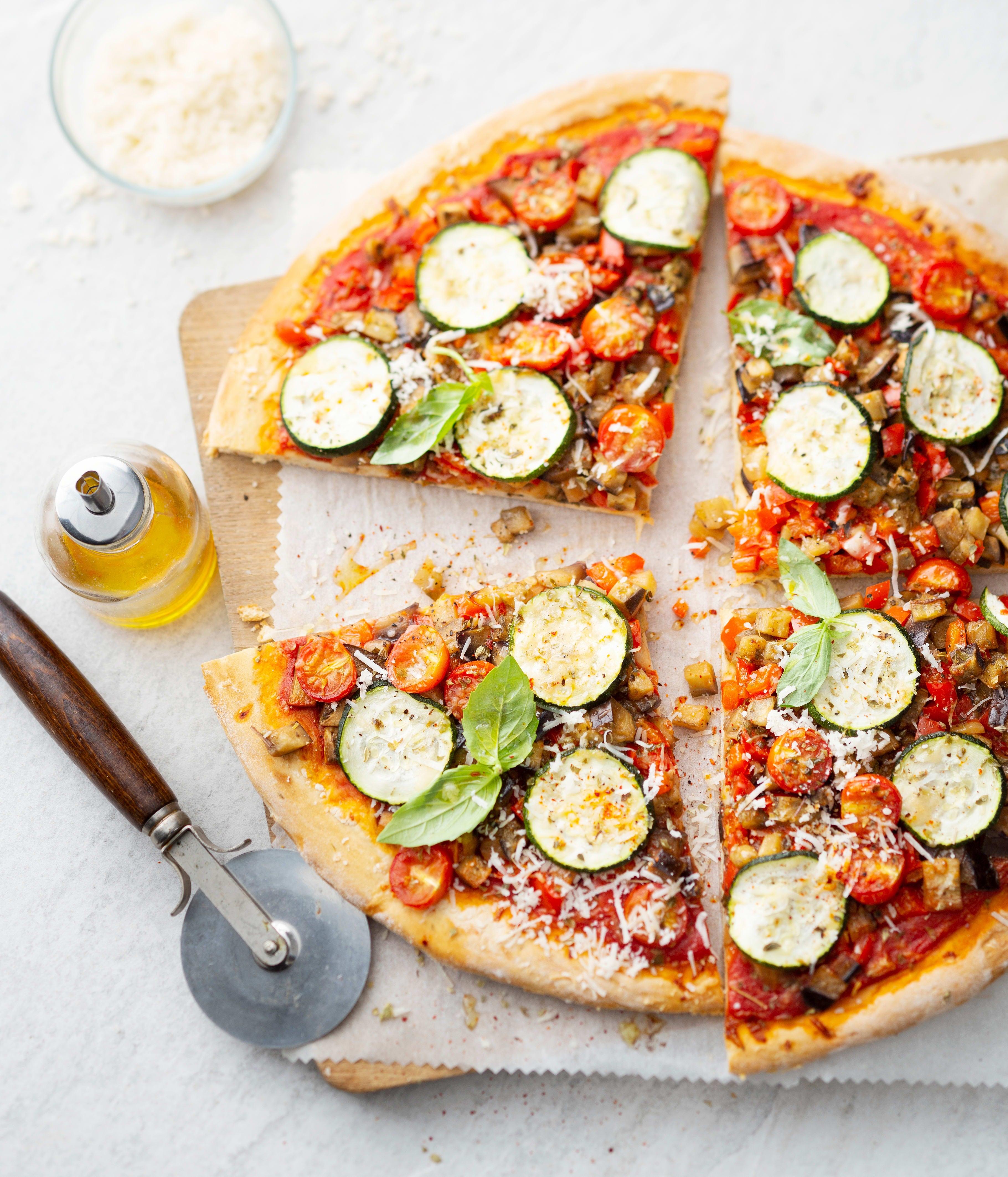 Photo de Pizza pâte fine aux légumes d'été et aux herbes prise par WW