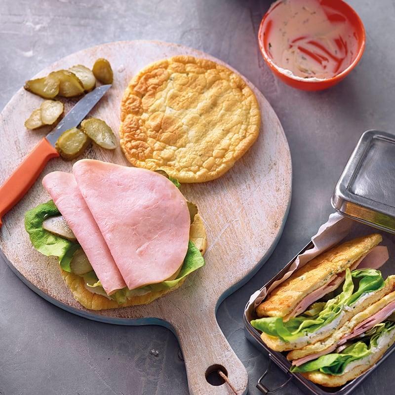 Foto van Luchtige omeletsandwich met kipfilet door WW