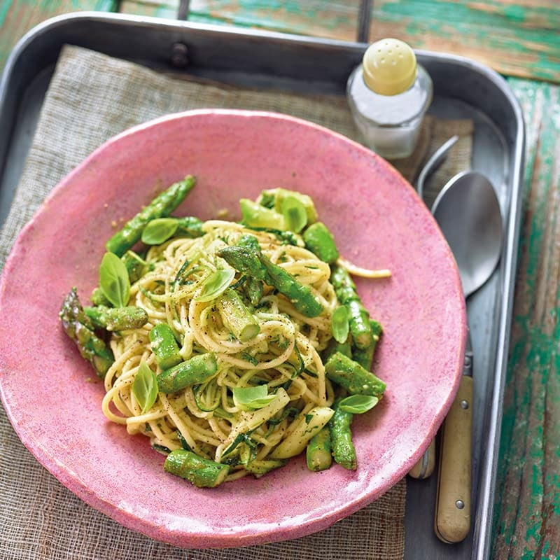 Foto van Spaghetti met groene asperges en avocadopesto door WW