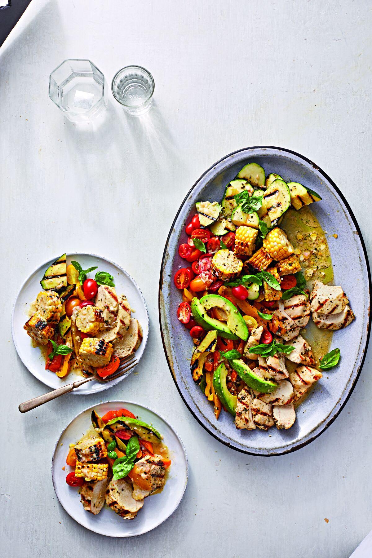 Photo de Salade de légumes d'été, maïs grillé et poulet prise par WW