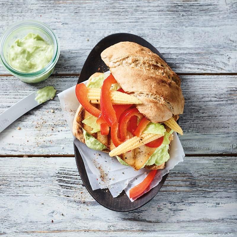 Foto van Pittige tofuburger met guacamole door WW