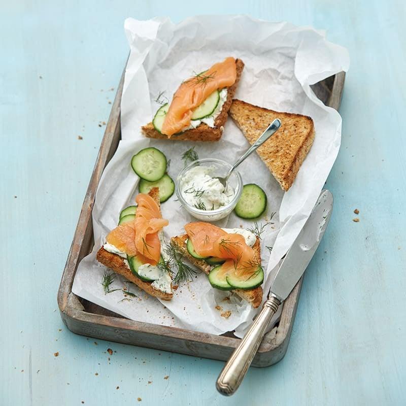 Foto van Geroosterd brood met zalm en mierikswortelcrème door WW