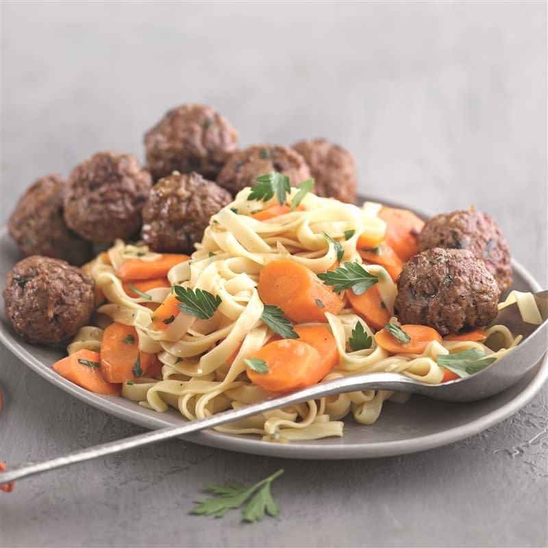 Photo de Boulettes de viande hachée, carottes braisées et tagliatelles prise par WW