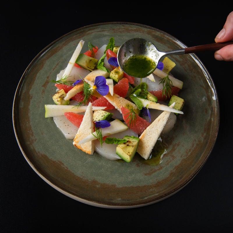 Foto van Carpaccio van coquilles, avocado, pompelmoes en granny smith door WW