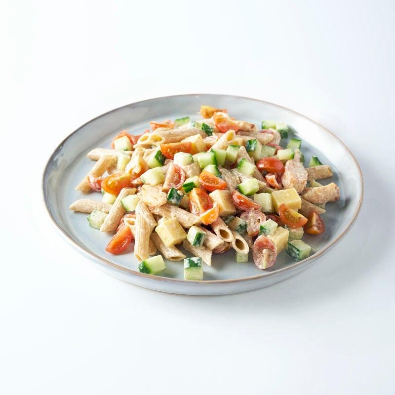 Photo de Salade de pâtes au poulet, dés de fromage et sauce césar prise par WW