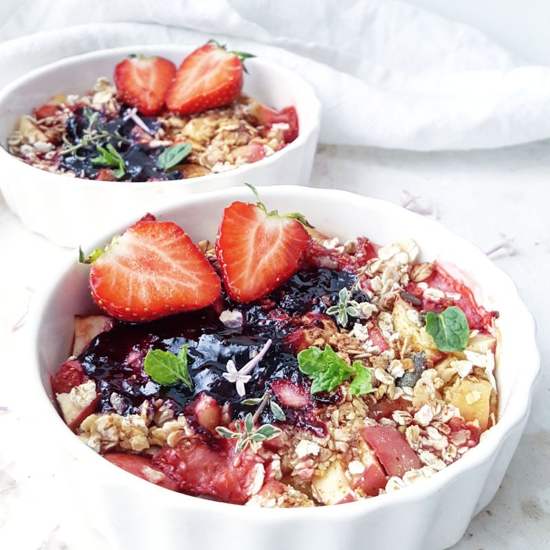 Foto van Appel-aardbeien crumble - WW Loves - Oot Granola door WW