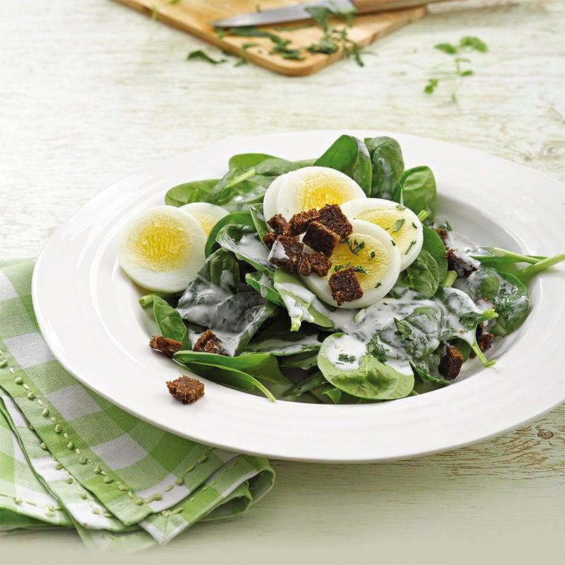 Photo de Salade d'épinards et vinaigrette au yaourt et herbes aromatiques prise par WW