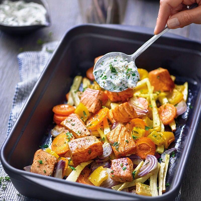 Photo de Légumes au four, saumon et crème aux fines herbes prise par WW