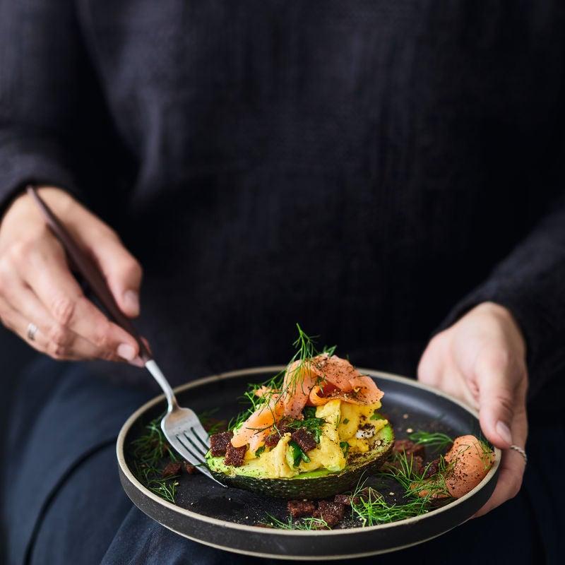 Photo de Avocat, saumon et œuf brouillé prise par WW
