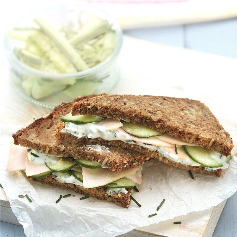 Foto van Kipsandwich met komkommer en bieslookcrème door WW