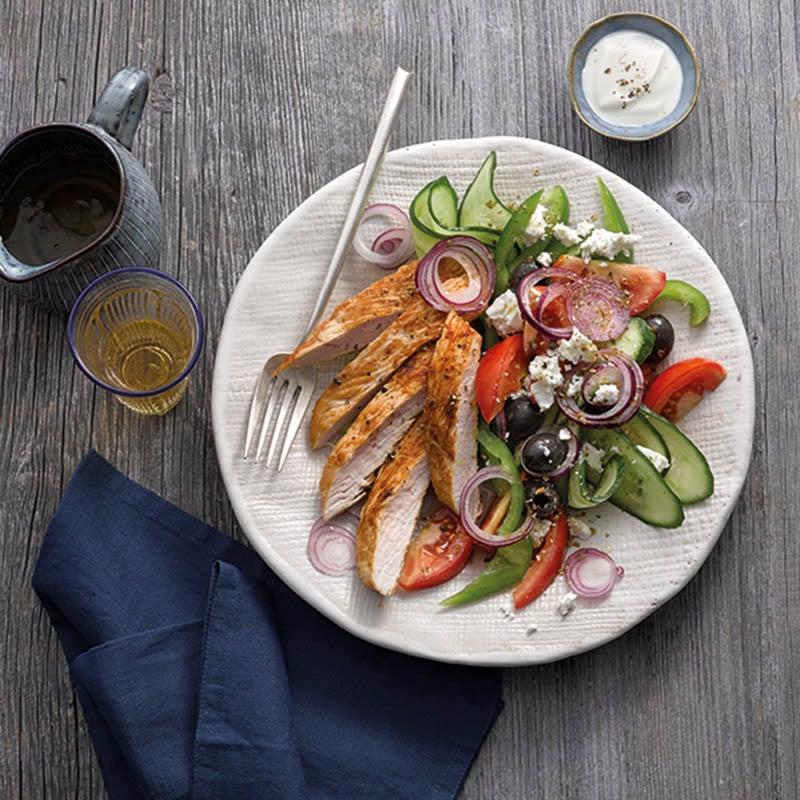 Foto van Griekse salade met kalkoenfilet Het Zeropoint kookboek door WW
