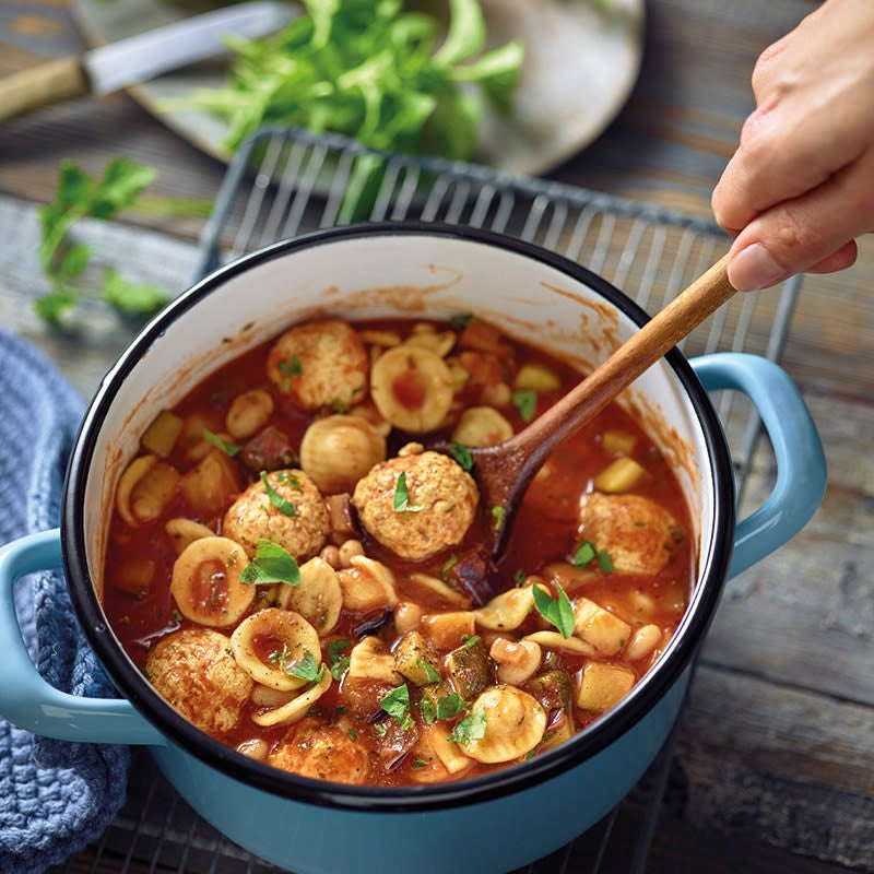 Foto van Italiaanse soep met pasta en kipballetjes door WW