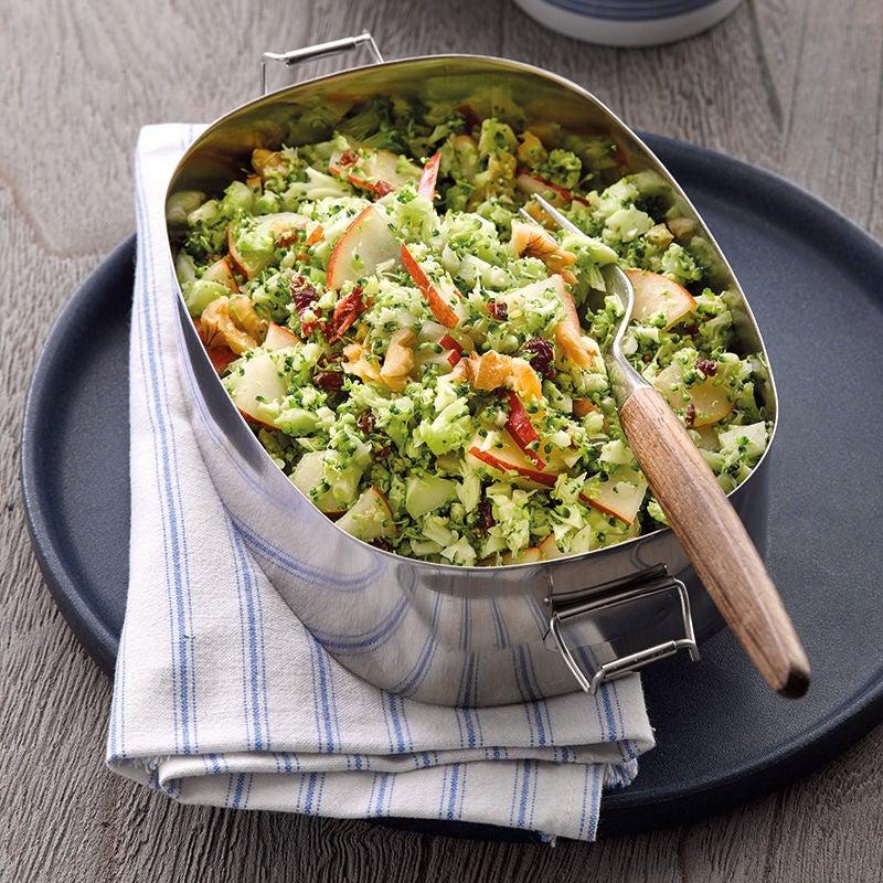 Foto van broccolisalade met walnoten door WW