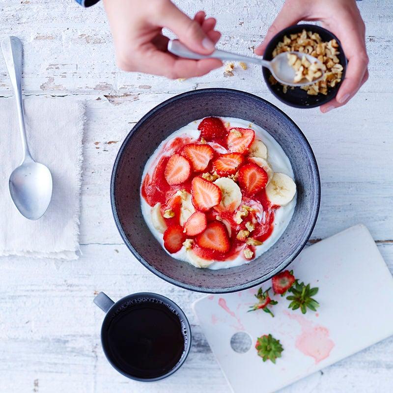Foto van Yoghurt met aardbeien & walnoot door WW
