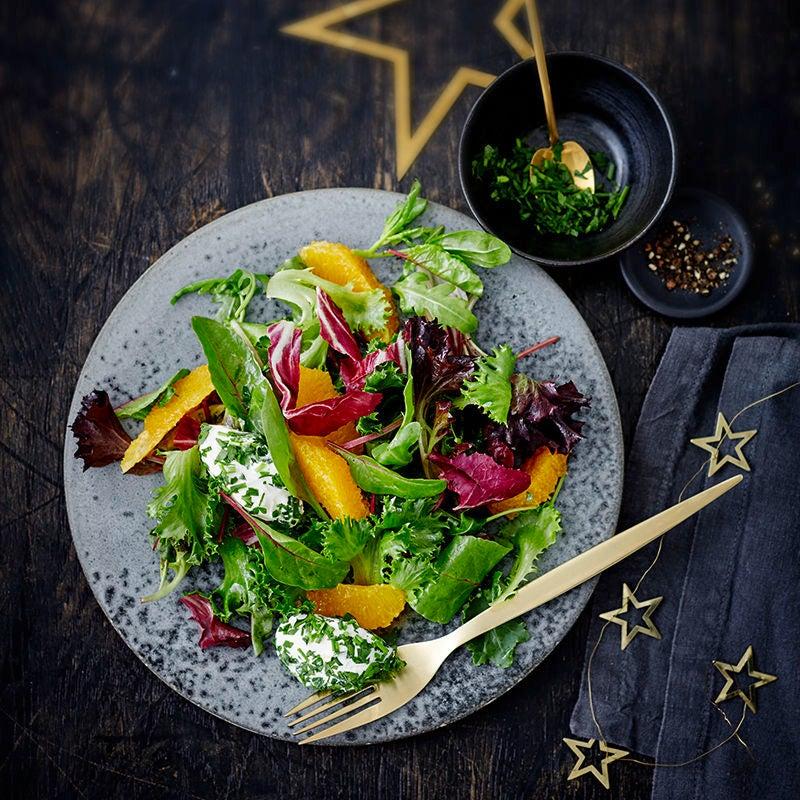 Foto van Salade met sinaasappelvinaigrette en roomkaasquenelles door WW
